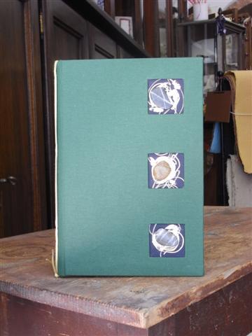 Portamenù in tela cialux e decorazione a rilievo sassi levigati