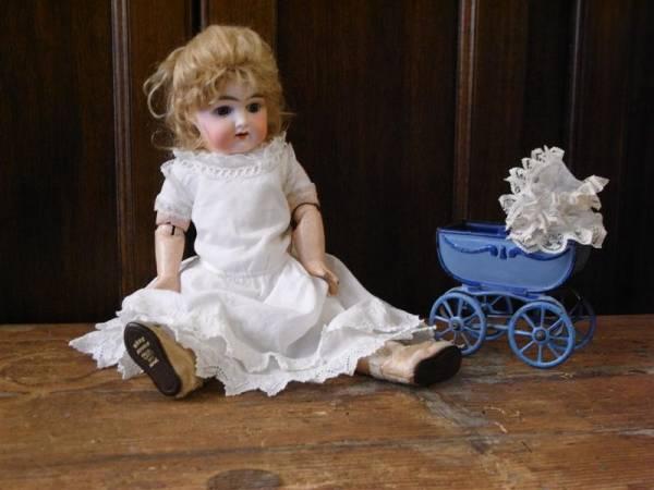 Bambola e giocattolo antico restaurati